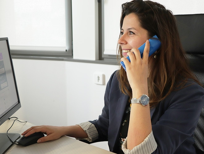 Charlotte au téléphone - accompagnement client
